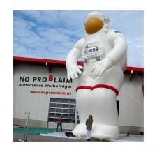XXL Figuren und Maskottchen - riesiger ESA-Astronaut
