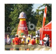aufblasbare Riesenflasche mit abnehmbaren Helm - Ketchup Flasche Felix