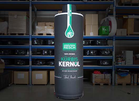 Aufblasbare Produktnachbildung: Kürbiskernöl der Kernölpresse Resch